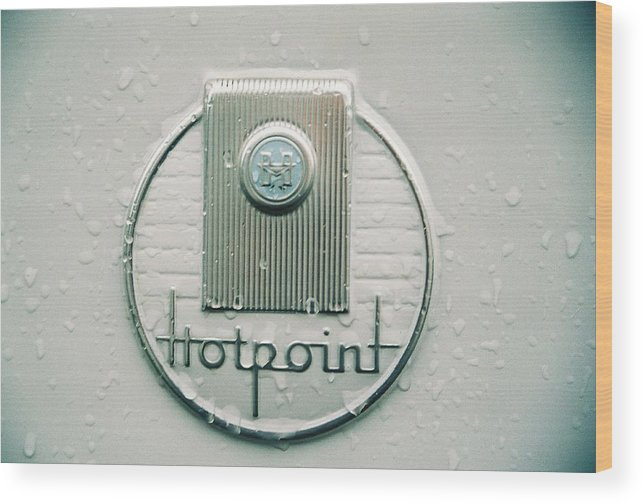 Refridgerator Wood Print featuring the photograph Hotpiont by Mark Kastelein