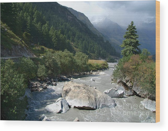 Kaligandaki River Nepal Wood Print featuring the photograph View Along River Marpha To Ghasa by Serena Bowles