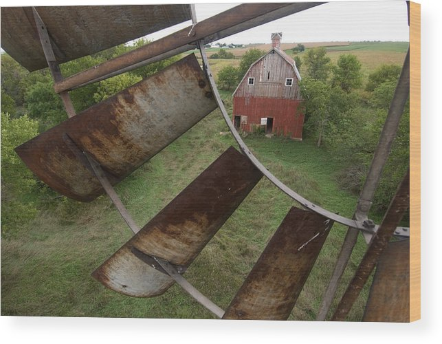Photography Wood Print featuring the photograph A Turn-of-the-century Peg Barn As Seen by Joel Sartore