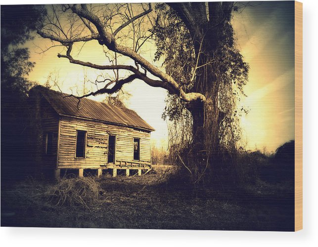 House Wood Print featuring the photograph Abandoned And Forgotten by Rheann Earnest