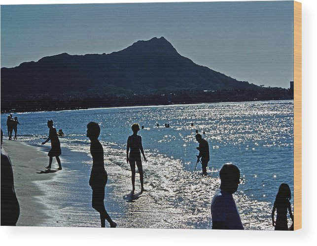 Hawaii Wood Print featuring the photograph Beach People by Jim Proctor