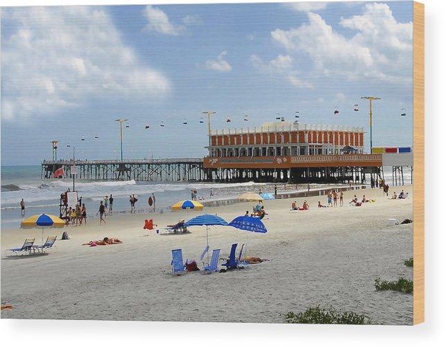 Daytona Beach Florida Wood Print featuring the photograph Daytona Beach Pier by David Lee Thompson