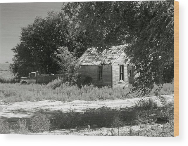 Farm Wood Print featuring the photograph Farm House On The Eastern Plains by Margaret Fortunato