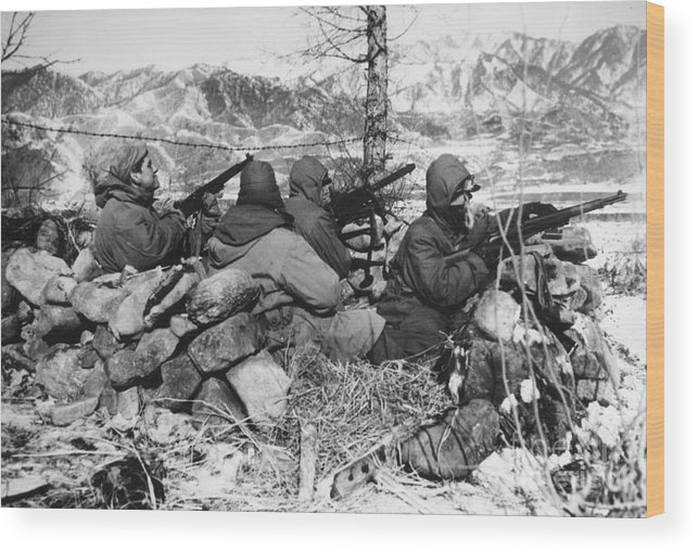 1950 Wood Print featuring the photograph Korean War: Soldiers by Granger