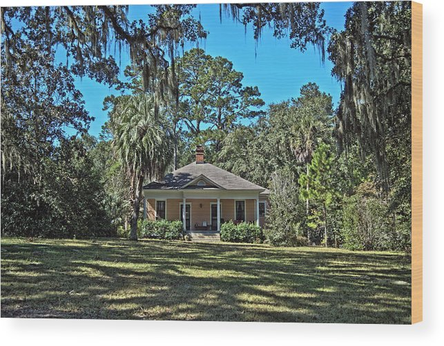 Hdr Wood Print featuring the photograph Maclay Gardens Ranger Quarters by Frank Feliciano