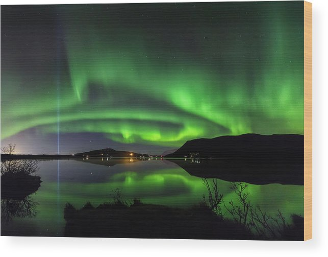 Iceland. Northern Lights Wood Print featuring the photograph Peace Column by Bragi Kort