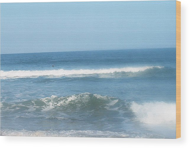 Va Beach Wood Print featuring the photograph Va Beach Ocean Front by Eddie Armstrong