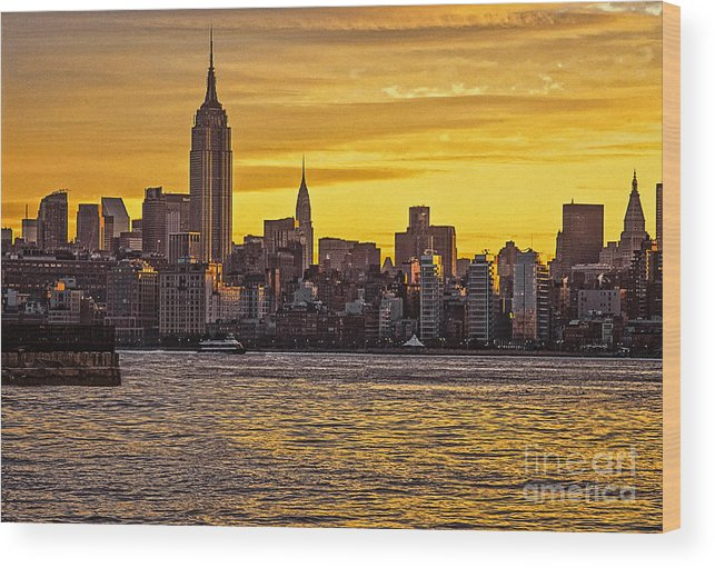New York City Wood Print featuring the photograph New York City Skyline by Zbigniew Krol