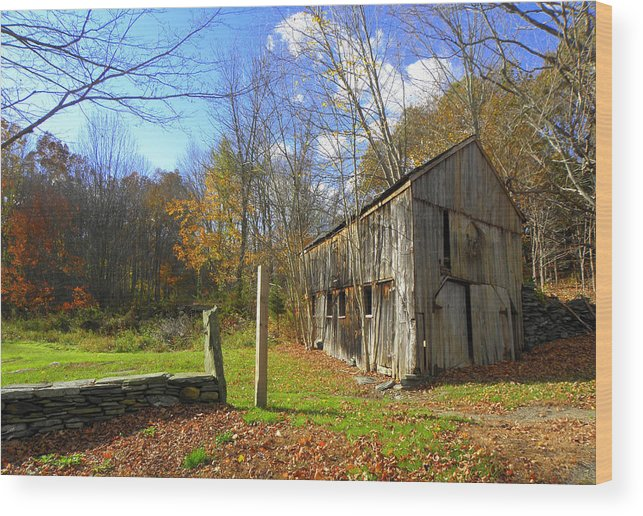 Fall Setting Wood Print featuring the photograph Connecticut Back In Time by Kim Galluzzo Wozniak
