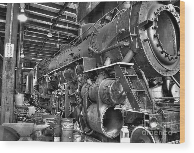 Wood Print featuring the photograph Old No. 4070 by Bob Niederriter
