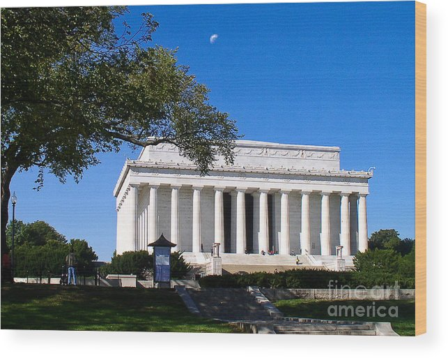 Lincoln Wood Print featuring the photograph Moon Over The Lincoln Memorial by Don Allen