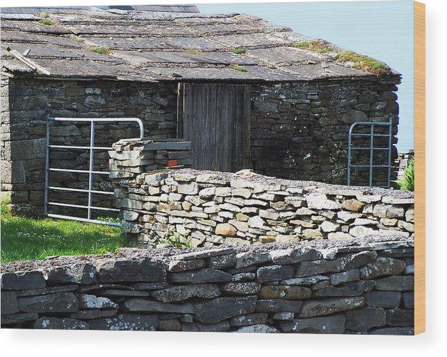 Irish Wood Print featuring the photograph Stone Barn Doolin Ireland by Teresa Mucha