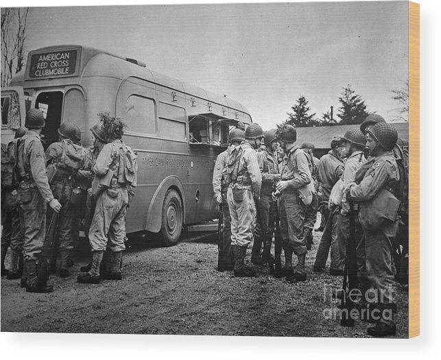 1942 Wood Print featuring the photograph Red Cross: Clubmobile by Granger