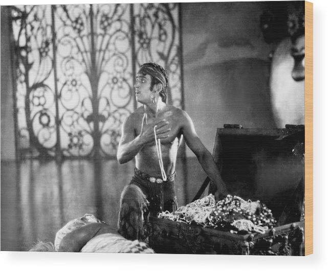 1920s Movies Wood Print featuring the photograph The Thief Of Bagdad, Douglas Fairbanks by Everett