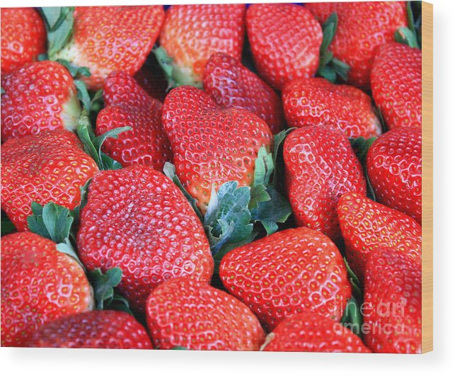 Strawberry Wood Print featuring the photograph Plant City Strawberries by Carol Groenen