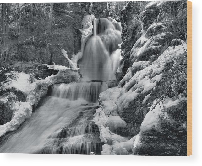 Waterfall Wood Print featuring the photograph Dingmans Falls In Winter by Stephen Vecchiotti