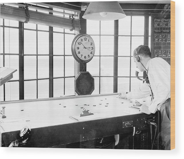 Clock Wood Print featuring the photograph Air Traffic Control by Library Of Congress/science Photo Library