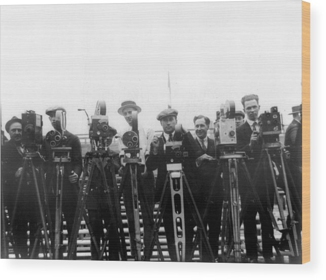1920s Wood Print featuring the photograph Newsreel Cameramen With Cameras by Everett