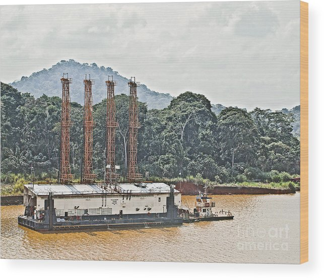 Barge Wood Print featuring the photograph Panama048 by Howard Stapleton