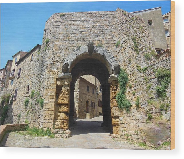Volterra Wood Print featuring the photograph Porta All' Arco Volterra by Marilyn Dunlap