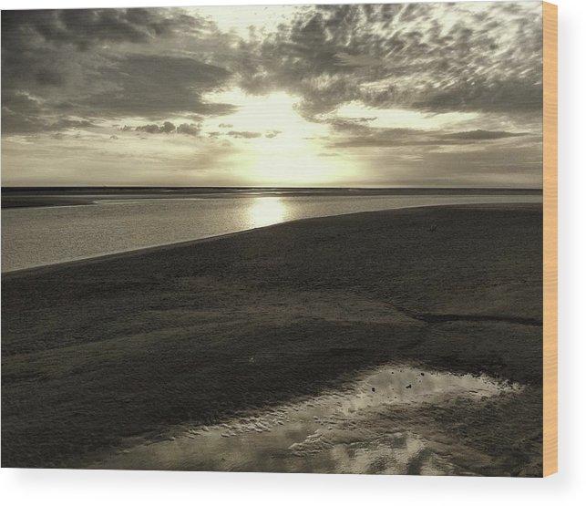 Horizon Wood Print featuring the photograph Stratum by Filipe Damiao