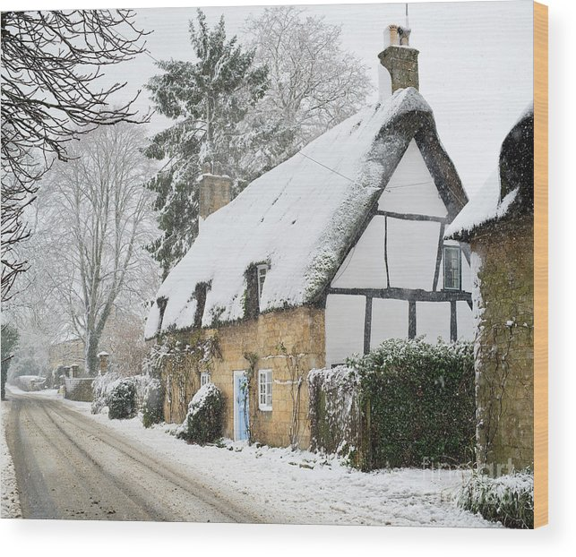 Thatched Cottage Wood Print featuring the photograph Snowfall In Broadway by Tim Gainey