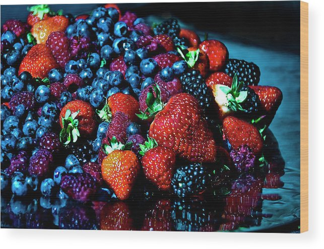 Serving Dish Wood Print featuring the photograph Berrylicious by Daniela White Images
