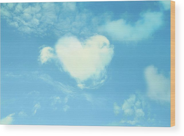 Outdoors Wood Print featuring the photograph Heart-shaped Cloud by Yurif