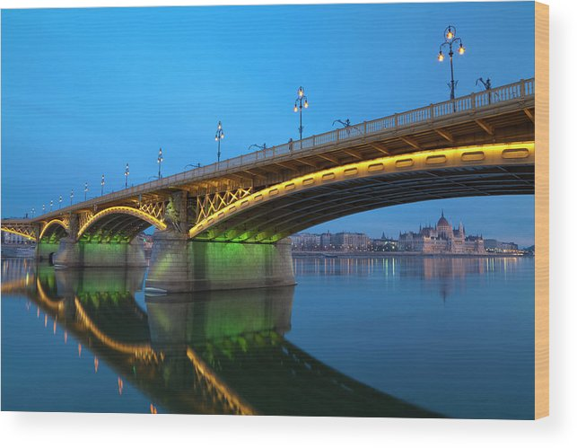 Town Wood Print featuring the photograph Margaret Bridge And The Parliament by Focusstock