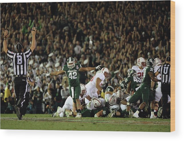 Michigan State University Wood Print featuring the photograph The 100th Rose Bowl Game - Stanford V by Harry How