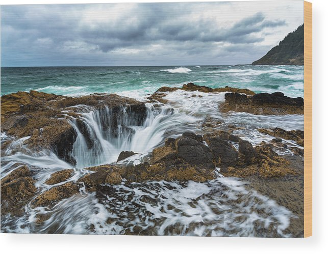 Seascape Wood Print featuring the photograph Thor's Well by Robert Bynum