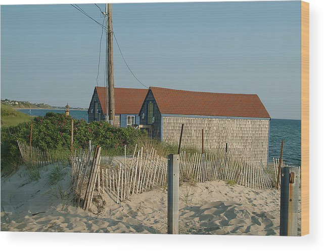 Water Wood Print featuring the photograph Waterfront Beach Cottages by Phyllis Tarlow