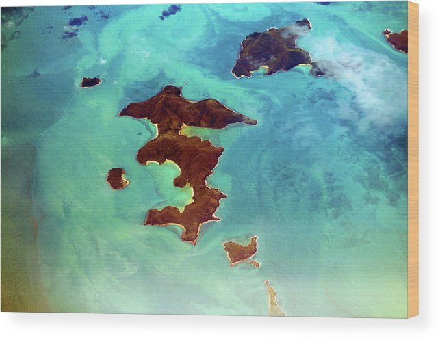 Scenics Wood Print featuring the photograph Whitsunday Islands by Photography By Mangiwau