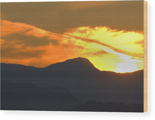 Vancouver Wood Print featuring the photograph A Vancouver Sunset by Richard Henne