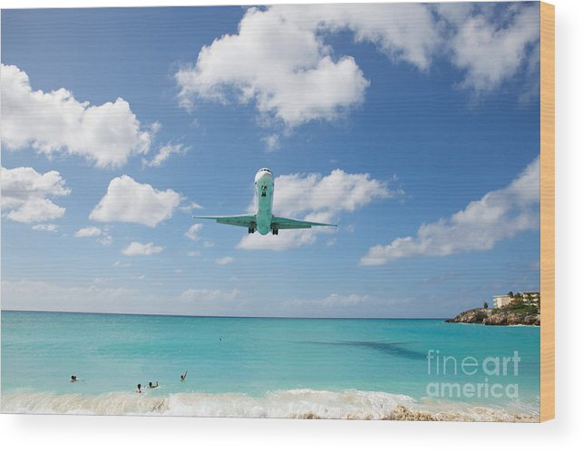 Flying Wood Print featuring the photograph Final Approach by Kim Fearheiley