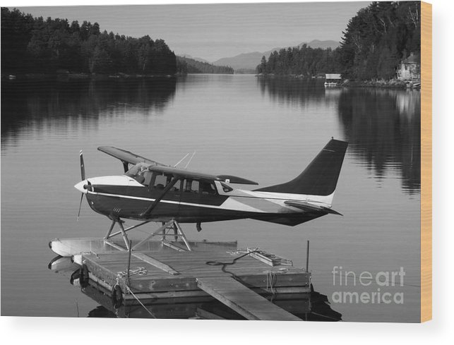 Float Plane Wood Print featuring the photograph Getting Away by David Lee Thompson