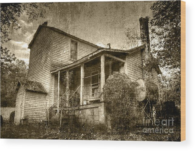 Old House Wood Print featuring the photograph The Home Place by Pete Hellmann
