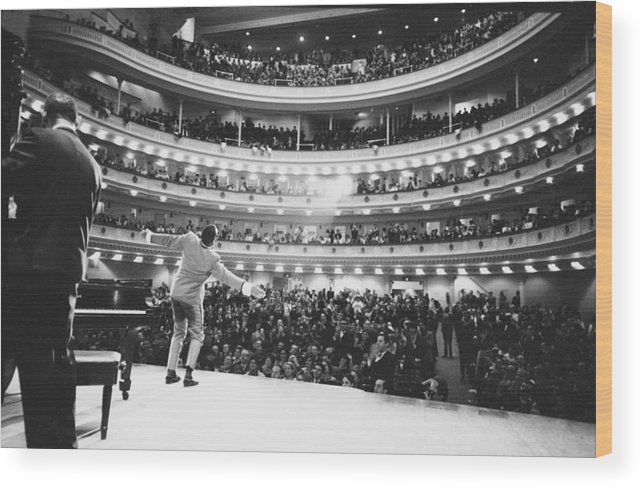 Singer Wood Print featuring the photograph Ray Charles At Carnegie Hall by Bill Ray