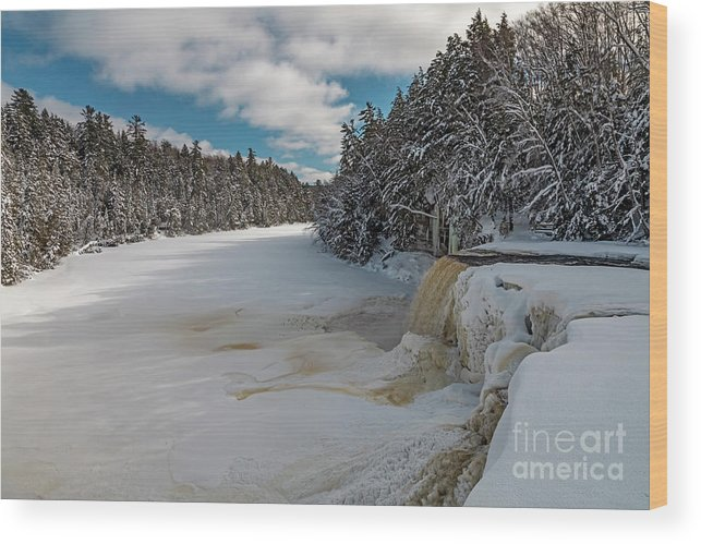 Nobody Wood Print featuring the photograph Tahquamenon Falls In Winter by Jim West/science Photo Library