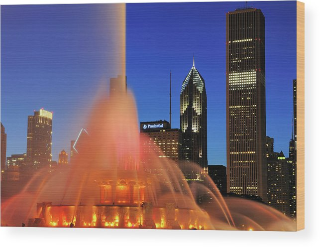 Tranquility Wood Print featuring the photograph Buckingham Fountain, Chicago by Bruce Leighty