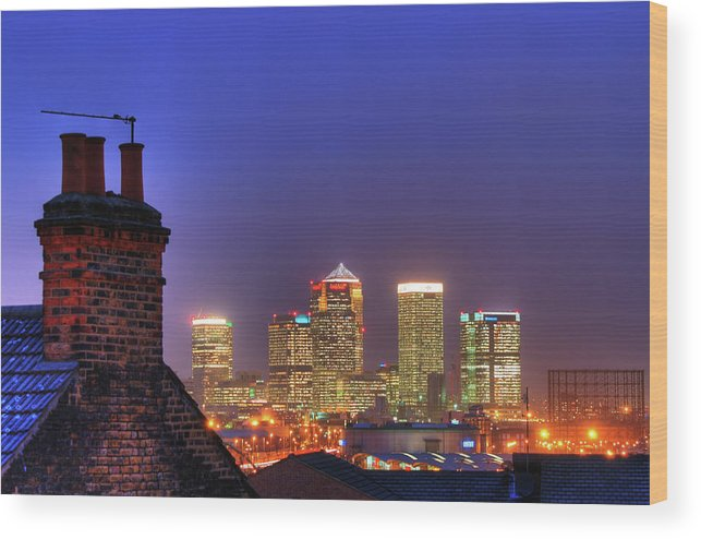 Clear Sky Wood Print featuring the photograph Canary Wharf by Andy Linden