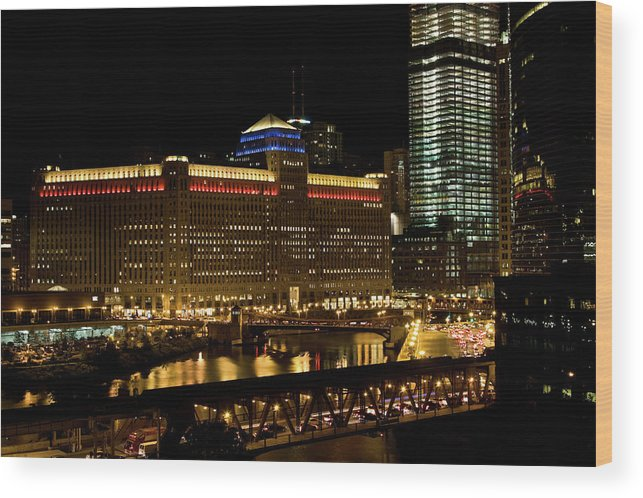 Chicago River Wood Print featuring the photograph Chicago Merchandise Mart by Helpinghandphotos