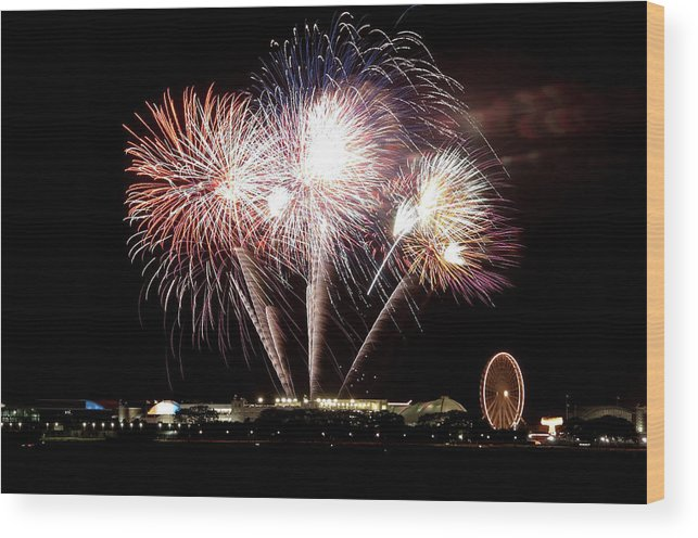 Lake Michigan Wood Print featuring the photograph Fireworks In Chicago by 400tmax