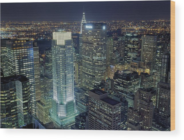 Metropolitan Life Insurance Company Tower Wood Print featuring the photograph Madison Avenue by Terence Chang