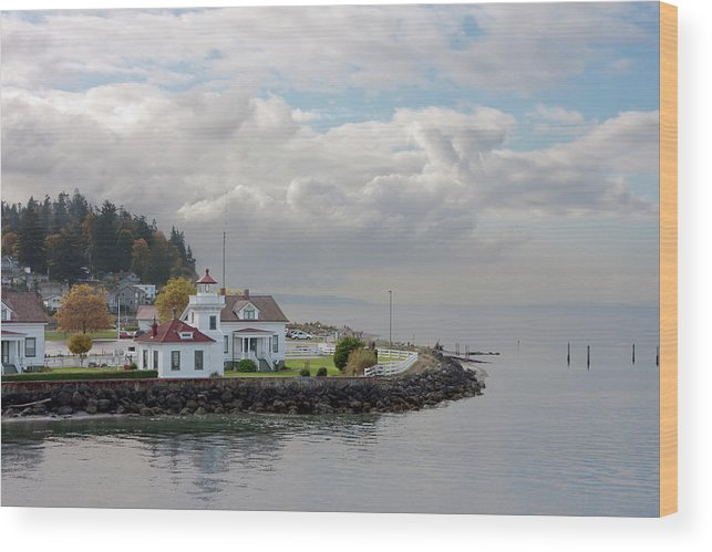Water's Edge Wood Print featuring the photograph Mukilteo Lighthouse On Puget Sound by Stevedf