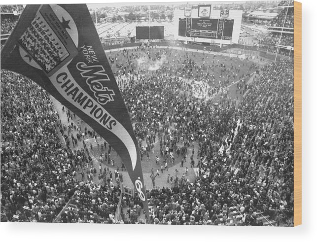American League Baseball Wood Print featuring the photograph New York Mets Defeat The Baltimore by New York Daily News Archive