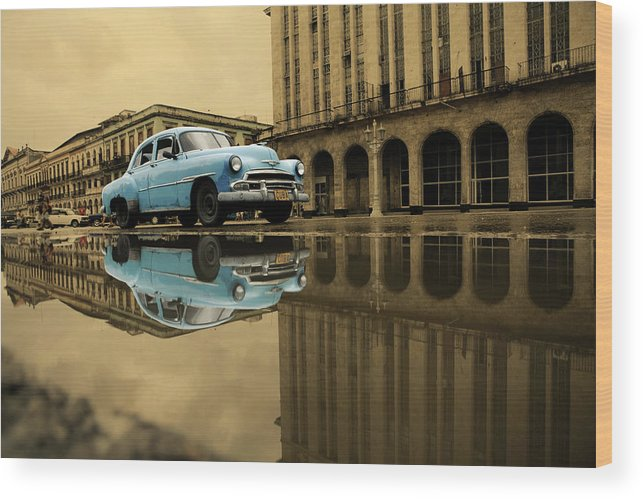 Arch Wood Print featuring the photograph Old Blue Car In Havana by 1001nights
