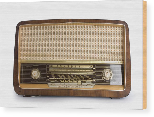 White Background Wood Print featuring the photograph Old Radio by Claudiad