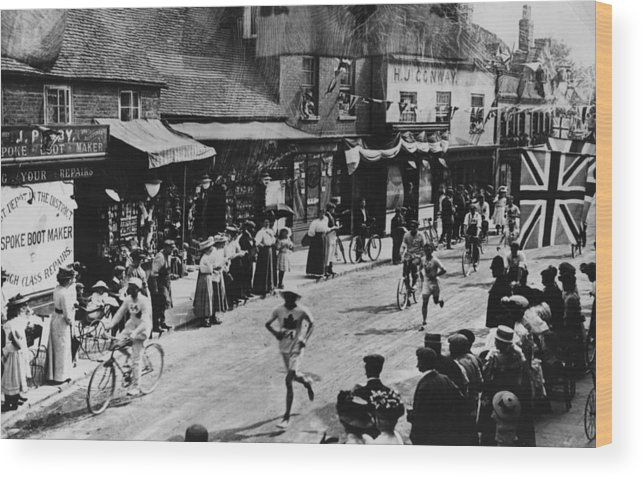 Event Wood Print featuring the photograph Olympic Marathon by Hulton Archive