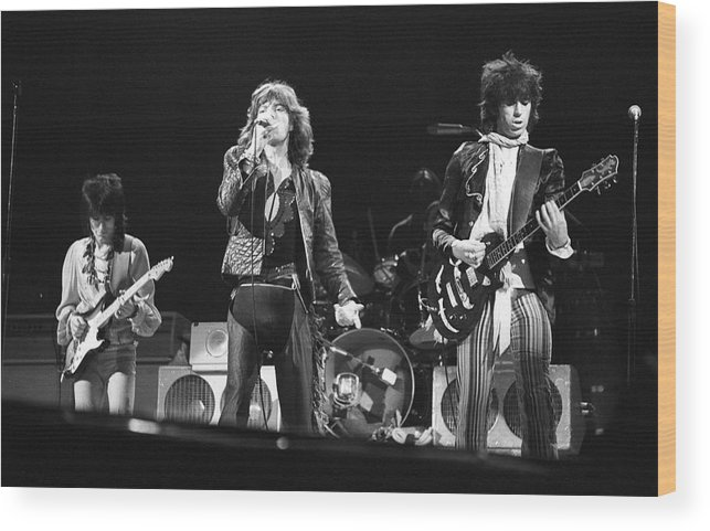 Singer Wood Print featuring the photograph Rolling Stones On Stage by Express